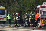 Feuerwehr und Rettungsdienst im Einsatz (Bild: Geri Holdener, Bote der Urschweiz)