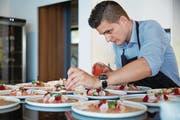 Er hat schon in Sterne-Küchen auf der ganzen Welt gekocht – jetzt eröffnet Christoph Aebersold sein eigenes Lokal in Stansstad. (Bild: PD)