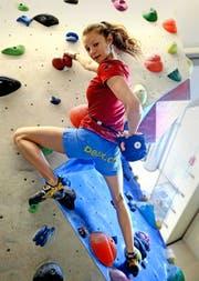 Hannah Hermann, frischgebackene Schweizer Meisterin, in der Kletterhalle Root. (Bild Nadia Schärli)