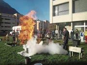 Spitalmitarbeiter übten im Oktober, ein Feuer zu löschen. (Bild: PD)