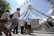 Die Besucher standen Schlange, um einige Runden mit dem Riesenrad drehen zu können. (Bild: Urs Hahnhart / Neue UZ)