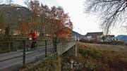 Schon länger sanierungsbedürftig: der Geissfusssteg über die Grosse Schliere in Schoried. (Bild: Markus von Rotz (Alpnach, 23. November 2017))