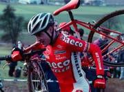 Dieter Runkel unterwegs zu seinem Sieg am 22. Internationalen Radquer in Dagmersellen 1997. (Bild: Sigi Tischler (Dagmersellen, 26. Dezember 1997))
