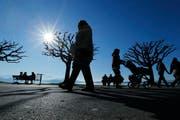 Die Sonne lockt die Menschen ins Freie. (Symbolbild) (Bild: Stefan Kaiser / Neue ZZ / Archiv)
