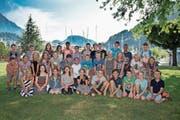 Die 39 Schüler freuen sich in Stansstad über die gelungene, fehlerfreie Veloprüfung. (Bild: Corinne Glanzmann (Stansstad, 13. Juni 2017))