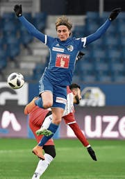FCL-Profi Hekuran Kryeziu macht grosse Sprünge. (Bild: Martin Meienberger/Freshfocus (Luzern, 25. Februar 2018))