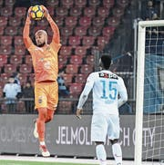 Lugano-Goalie Joël Kiassumbua gegen den FCZ in Aktion. (Bild: Andy Müller/Freshfocus (Zürich, 10. März 2018))
