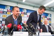 2014: Sportchef Alex Frei (Mitte) und Präsident Ruedi Stäger stellen Markus Babbel als neuen Trainer des FC Luzern vor. (Bild: Sigi Tischler/Keystone)