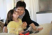 Pia Kiefer mit Selina. In der Schwangerschaft erhielt sie die Diagnose Down-Syndrom für ihr Kind. (Bild Marion Wannemacher)