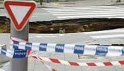 In Brüssel klaffen zuweilen Löcher in der Strasse. (Bild: Remo Hess)