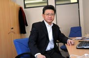 Jie-Wie Chen stammt aus China und lebt mit seiner Familie seit 1996 in Obwalden. Die Regierung hat ihn um eine Stellungnahme zur Strategie 2012+ gebeten. (Bild: Adrian Venetz / Neue OZ)