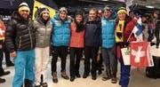 Roman Furger (Dritter von links) zusammen mit Familienangehörigen und Teamkollege Jovien Hediger vor dem Sprinteinsatz an den Nordisch-Weltmeisterschaften im finnischen Lahti. Bild: PD (Lahti, 22.AABB22Februar 2017)