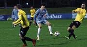 Ausgeglichene Gegner: am Ball Kemil Festic. (Bild: Werner Schelbert (Zug, 29. März 2018))