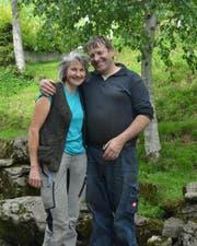 Der Verbandspräsident Ueli Schmitter-Keiser mit seiner Frau. (Bild: Paul Küchler)