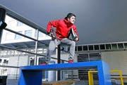 Bei Colin Biermann gehen Ausbildung und Sport Hand in Hand. Mit Eisschnelllauf will der Unterägerer dereinst hoch hinaus. (Bild Werner Schelbert)