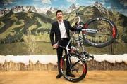 Bergig wie auf dem Bild hinter Mathias Frank wird es auch an der Tour de Suisse werden: Der Roggliswiler steht kurz vor den Saisonhöhepunkten. (Bild: Keystone/Jean-Christophe Bott)