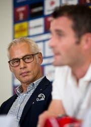 Geht in die Offensive: FCL-Präsident Ruedi Stäger (links) stellt die Ereignisse rund um Alex Freis Abschied vom FC Luzern aus seiner Sicht dar. (Bild: Philipp Schmidli)