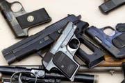 Die Polizei fand beim Jugendlichen mehrere Waffen. (Symbolbild) (Bild: Keystone / Alessandro Della Bella)