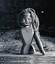 Eine «Toggeli»-Puppe aus der Sammlung von Hanspeter Niederberger im Buch «Geister, Bann und Herrgottswinkel». (Bild: Christof Hirtler)