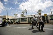 Die Touristin wurde in einem Tram in der Altstadt von Jerusalem angegriffen. (Bild: EPA/ATEF SAFADI)