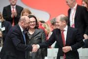 Martin Schulz wurde mit 81,X% der Stimmen wiedergewählt. (Bild: Clemens Bilan/EPA)