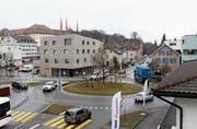 Der stark frequentierte Kreisel beim Muripark im Zentrum des Dorfes soll saniert werden. (Bild: Cornelia Bisch (1. Februar 2017))