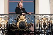 Heidi Z'graggen, hier auf dem Balkon des Rathauses, wird nach den kommenden Wahlen die Amtsälteste im Regierungsrat sein. (Bild Florian Arnold)