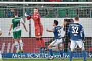 Liefern, nicht lafern: FCL-Goalie Jonas Omlin (in Rot). (Bild: Martin Meienberger/Freshfocus (St. Gallen, 11. März 2017))