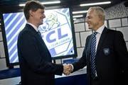 Der abtretende Verwaltungsratspräsident Mike Hauser (links) und sein Nachfolger Ruedi Stäger. (Bild: Pius Amrein / Neue LZ)