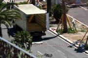 Spurensicherung der Polizei am Freitagmorgen in Nizza (Bild: AP / François Mori)
