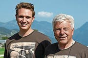 Benjamin Friedli (links) mit Rolf Gfeller. (Bild: Robert Hess/NZ, Buochs, 23. September)