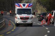 Der Rettungsdienst Schwyz brachte den Verletzten ins Spital. (Bild: Geri Holdener, Bote der Urschweiz)