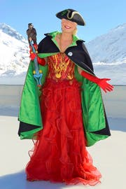 Feuer und Eis: Sara Collins posiert als Prinzessin Elvelinus im Icepark Andermatt. (Bild Sven Aregger)