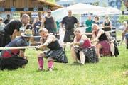 Frauen im Hoch: Die Zahl der Teilnehmerinnen nimmt an Highland Games laut Organisatoren zu. (Bild: Jakob Ineichen (Luzern, 26. August 2017))