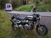 Der Töfffahrer stürzte in einer leichten Kurve. (Bild: Geri Holdener, Bote der Urschweiz)