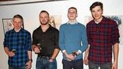 Die besten Urner Stellungspflichtigen; von links: Dominik Estermann (2. Rang), Michael Zurfluh (Sieger) sowie Kevin Epp und Elias Kägi (beide 3. Platz). (Bild: Remo Infanger (Seedorf, 19. Januar 2018))