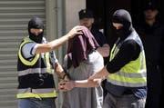 Die Warnung wurde herausgegeben wegen der am Montag von der Ukraine vermeldeten Festnahme eines 25-jährigen Franzosen, der vor und während der Fussball-Europameisterschaft 15 Anschläge auf Moscheen, Synagogen, Finanzämter und Polizeistreifen geplant haben soll. (Bild: EPA)