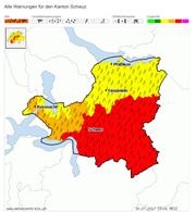 Die Gefahrenkarte für den Kanton Schwyz, Stand 15 Uhr. (Bild: meteocentrale.ch)