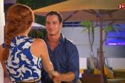 Oliver Schmid in den Szenen von «Die Bachelorette» von 3 +. (Bild: Franziska Herger / Screenshots 3 +)