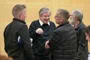 Paul Mazenauer (Mitte) als Besucher eines Podiums vor der Abstimmung zum Flugplatzkredit. (Bild: Roger Zbinden (Stansstad, 10. November 2017))