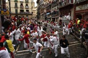 Stierhatz in Pamplona. (Bild: Keystone / AP Photo / Alvaro Barrientos)