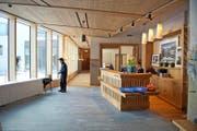Die Rezeption der neu eröffneten Frutt Family Lodge: Rund 50 Millionen Franken hat die Frutt Resort AG als Eigentümerin in das neue Hotel investiert. (Bild Dominik Wunderli)