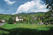 Die Überbauung Hofmattpark soll zwischen Pfarrkirche und Sarneraa entstehen. (Bild: Romano Cuonz (Sarnen, 12. Mai 2017))