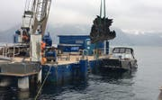 Die Galionsfigur des Motorschiff Gotthard wird aus dem Vierwaldstättersee geborgen. (Bild: Manuela Jans-Koch (Beckenried, 17. November 2017))