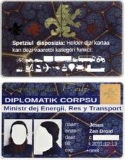 Der gefälschte Ausweis «berechtigt» zum Lenken aller vorstellbaren Fahr- und Flugzeuge – sogar Ufos. Ausgestellt ist er auf den Namen Jesus Zen Droïd. (Bilder Kantonspolizei Obwalden)