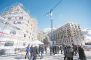 Die rege Bautätigkeit in Andermatt zieht auch viele gut betuchte Interessenten an (Bild: Keystone/Urs Flüeler (Andermatt, 21. April 2017))