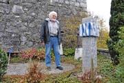 Auf dem Urnenhain Lungern steht seit Sommer 2014 ein Werk des Bildhauers Lukas Gasser. (Bild Philipp Unterschütz)