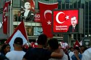 An einer Demonstration am Freitag für die Regierung Erdogans in Ankara. (Bild: Keystone)