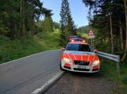 Die Polizei signalisierte die Unfallstelle ab. (Bild: Geri Holdener, Bote der Urschweiz)