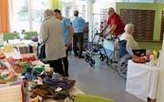 Die Rosenberg-Bewohner präsentieren ihre Produkte. (Bild: Robi Kuster (Altdorf, 23. September 2017))